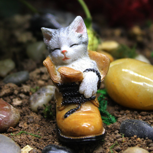 Cat in Boots 4.3cm Dollhouse Fairy Garden Miniature Decoration